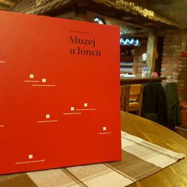 Kuhari 'Zlatnog luga' oživjeli stara slavonska jela na promociji monografije 'Muzej u loncu'