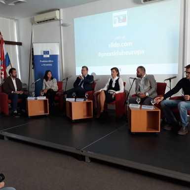 """Mjesto više tražilo se za otvorenu panel raspravu: """"Budućnosti Europe: prilike i izazovi za Slavoniju"""""""
