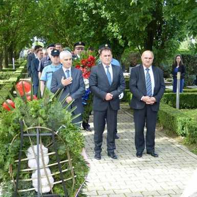 Uz Dan grada Slavonskog Broda položeni vijenci kod spomen obilježja