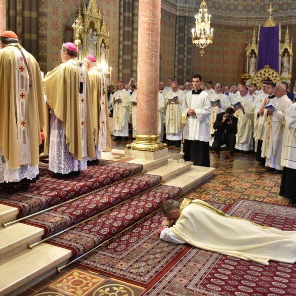 Mons. Ivan Ćurić zaređen za pomoćnog biskupa Đakovačko osječke nadbiskupije