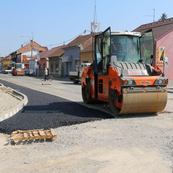 Započelo asfaltiranje kružnog toka na križanju Kumičićeve i Budakove ulice