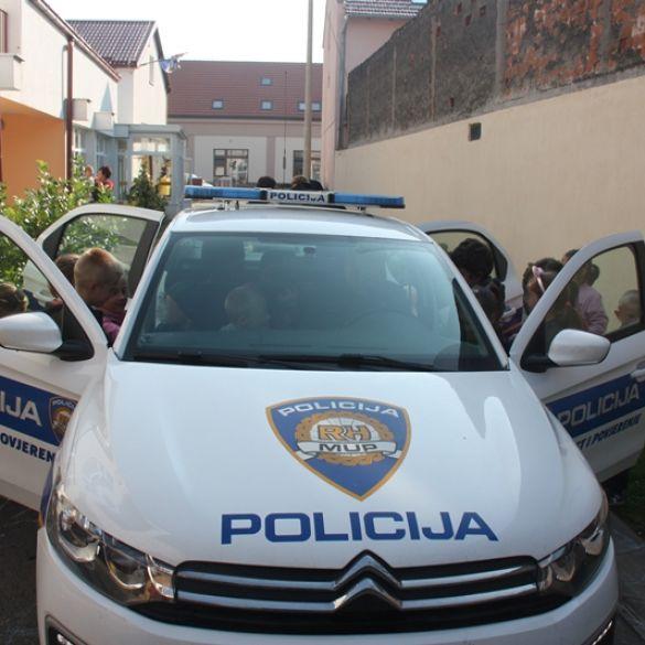 JAČANJE POVJERENJA I PRIJATELJSKOG ODNOSA DJECE I POLICAJACA