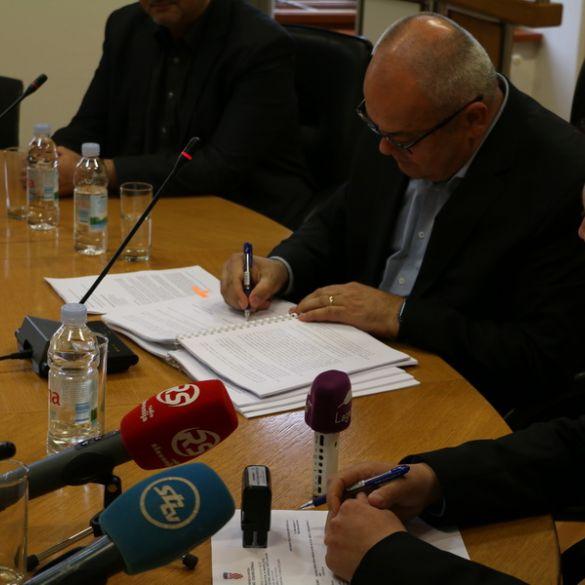 POTPISAN ugovor o izgradnji istočne tribine Stadiona kraj Save.