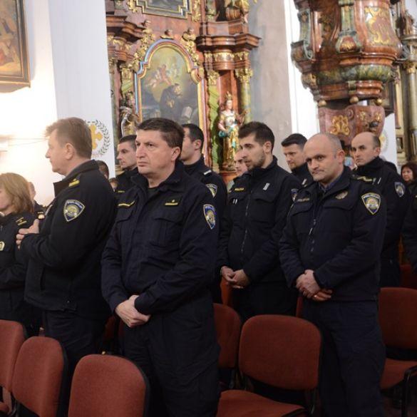 POLICIJSKI SLUŽBENICI U POBOŽNOSTI DOMOVINSKOG KRIŽNOG PUTA