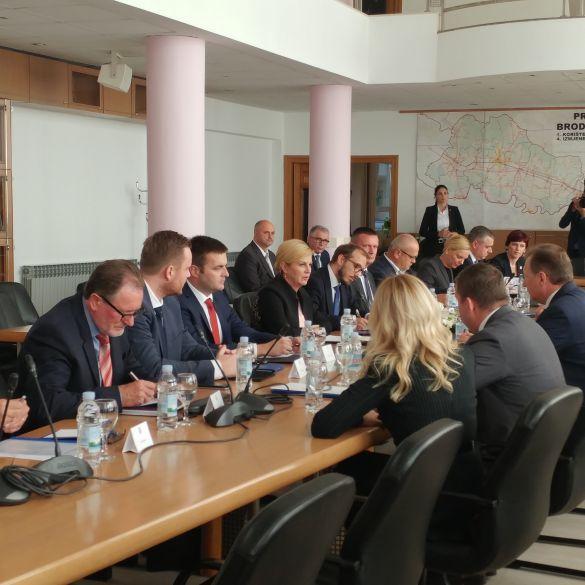 Sastanak u Slavonskom Brodu: Hoće li rafinerija do kraja 2019. prijeći na plin?