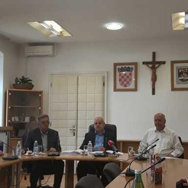Potpisani ugovori o izgradnji školske sportske dvorane i energetskoj obnovi