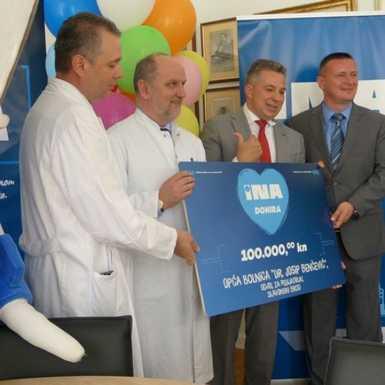 """INA uručila donaciju Općoj bolnici """"Dr. Josip Benčević"""" Slavonski Brod"""