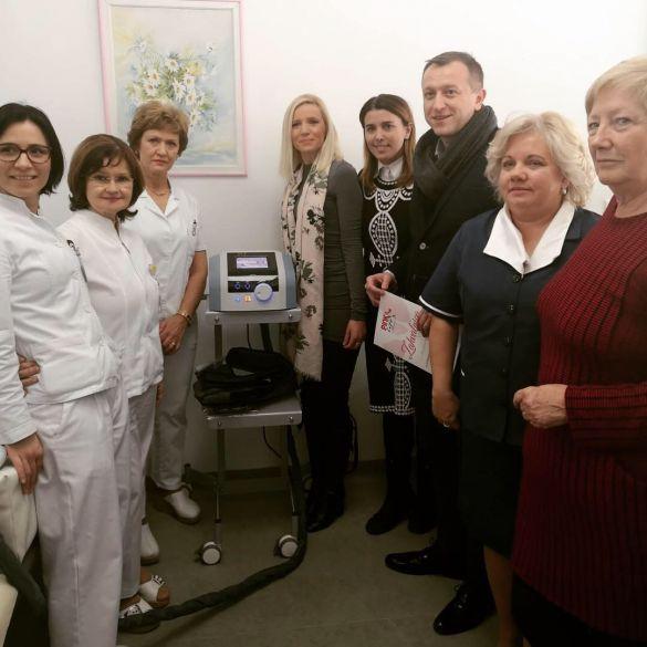 Udruga P.I.N.K. life i Pevec donirali aparat za limfnu drenažu KBC-u Osijek