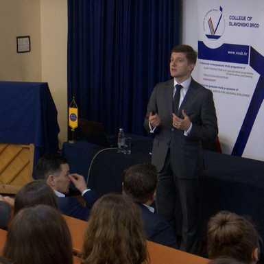 Ministar Marić na brodskom Veleučilištu o fiskalnoj politici u 2019.