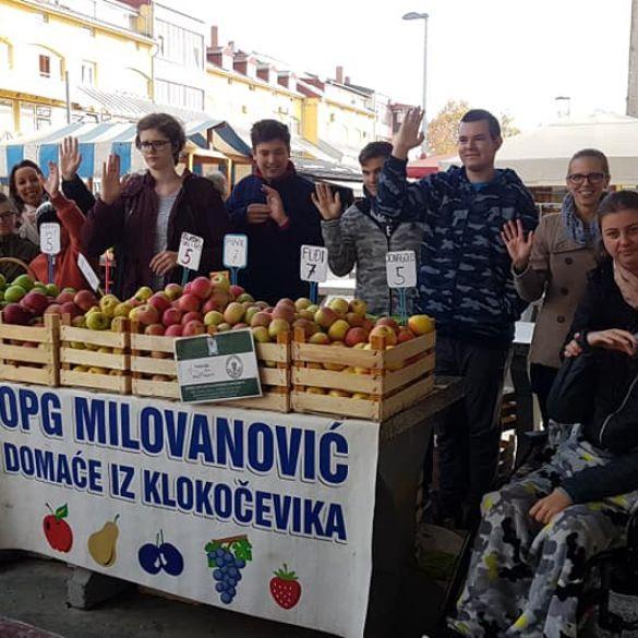 Osnovna škola ''Milan Amruš'' obilježila Dan jabuka u suradnji s OPG-om Milanović