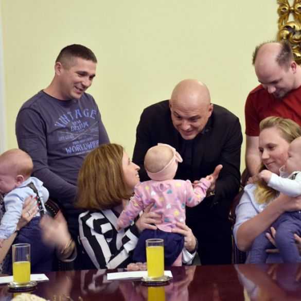 Grad Požega udvostručio izdvajanja za stipendije i naknade za bebe