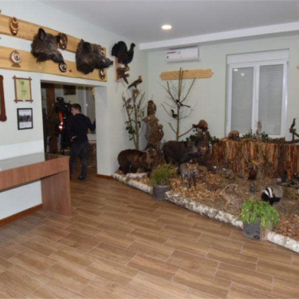 Posjet stalnom postavu lovačke izložbe uz posebne mjere