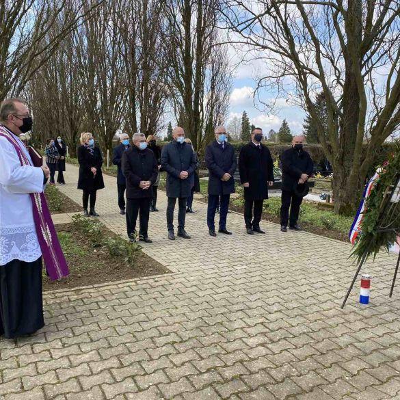 Uz Dan županije položeni vijenci u znak sjećanja na branitelje