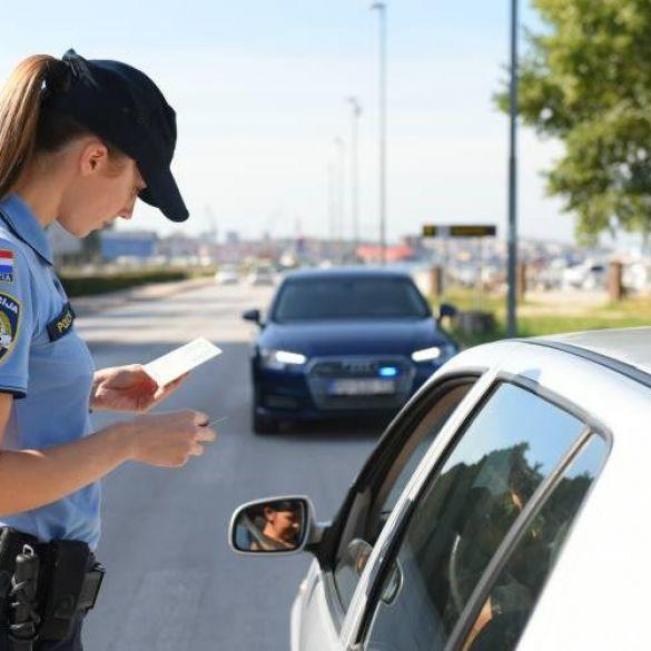 Požeška policija traga za počiniteljima prometnih nesreća