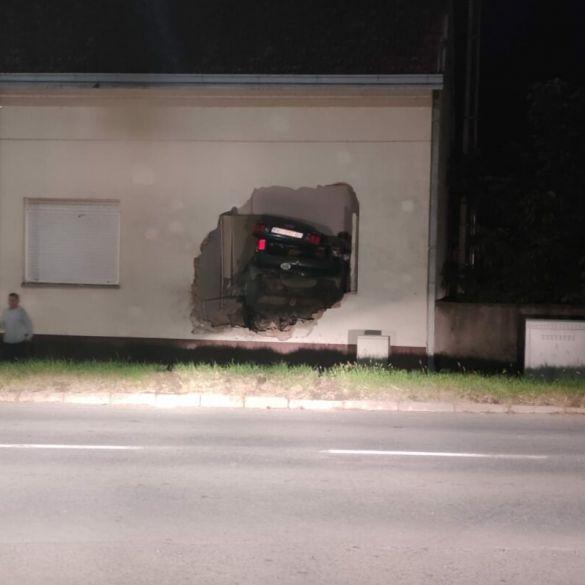 Automobilom se zabio u kuću
