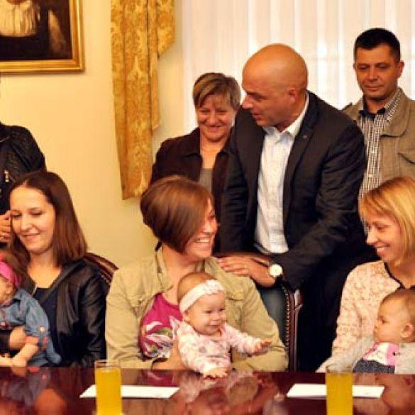 Naknade za 43 novorođene bebe na području grada Požege ovaj tjedan