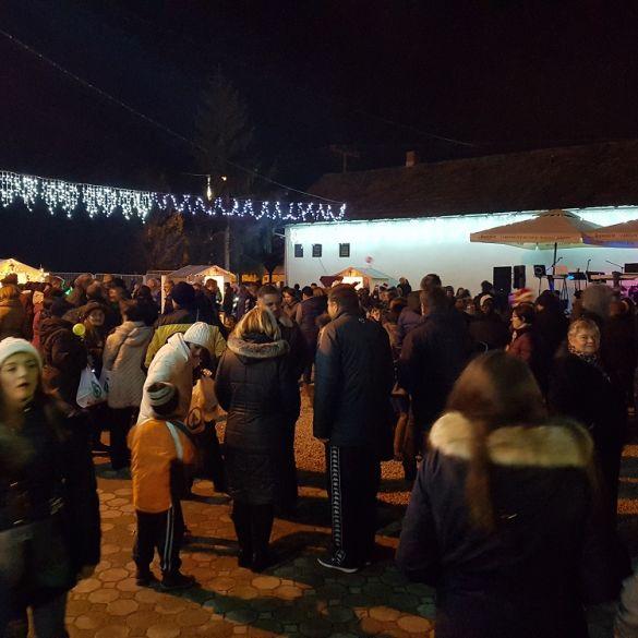 Stotine posjetitelja na otvorenju Adventa u Garčinu
