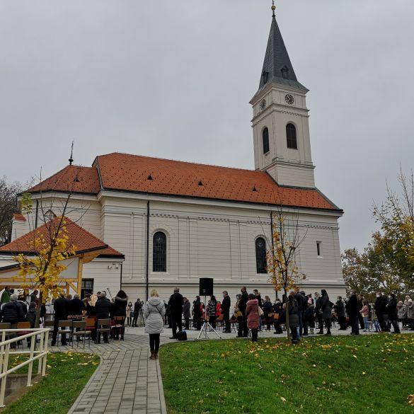 Svečanu misu u Podvinju predvodio kardinal Puljić