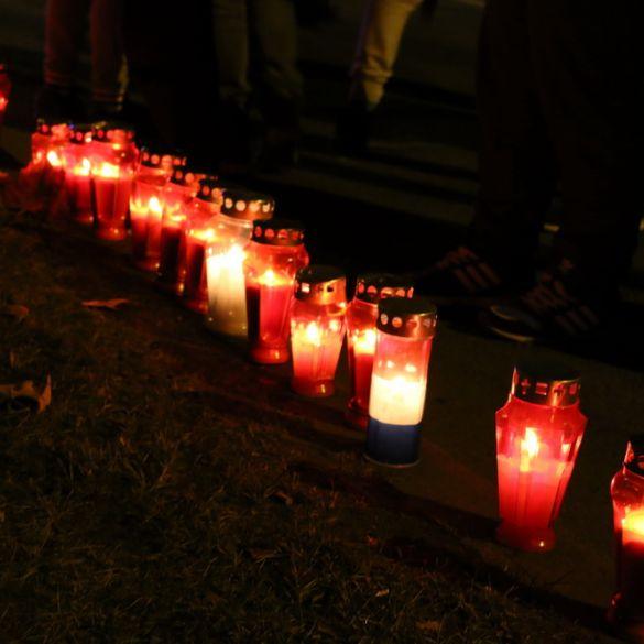 U Slavonskom Brodu upaljene svijeće u sjećanje na vukovarsku tragediju